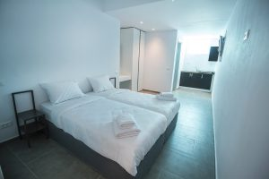 The Villa Onar & Villa Cloud Luxury retreats in Mykonos bedroom with twin beds.