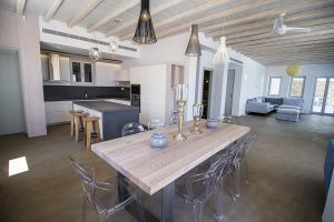 The Villa Onar & Villa Cloud Luxury retreats in Mykonos spacious open plan dining room area.