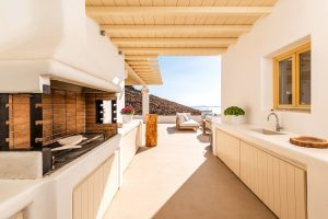 Outdoor kitchen and grill with a view of the sea under the pergola of the Sotavento luxury villa.