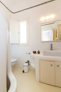 Modern, minimal bathroom of the Villa Kastro Windsurf & Kitesurf retreat in Mykonos.